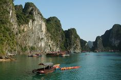 """Ha Long Bay (also """"Halong Bay"""") is in northern Vietnam, 170 km (105 mi) east of Hanoi. The bay is famous for its scenic ocean karst topography and is often included in lists of natural wonders of the world.     Du lịch Hạ Long thú vị tại http://dulichhe.biz"""