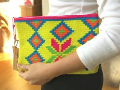 Handmade Wayuu Patterned Clutch by EKIIOrigins on Etsy Crochet Wool, Love Crochet, Crochet Stitches, Crotchet Bags, Knitted Bags, Tapestry Bag, Tapestry Crochet, Clutch Pattern, Knitting Projects