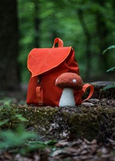 See how these adventure-inspiring backpacks from Leafling Bags are made in this Etsy-exclusive studio tour. #etsy