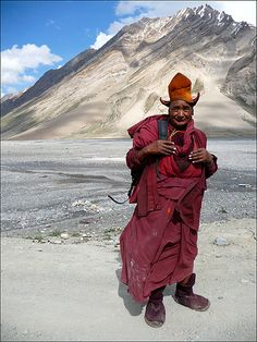 Monk in the Wild, Tibet Dalai Lama, Nepal, Kunst Online, Himalaya, Indigenous Tribes, Buddhist Monk, Photographs Of People, The Monks, Museum