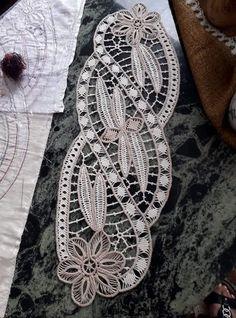 Crochet Motif, Irish Crochet, Ribbon Embroidery, Embroidery Stitches, Romanian Lace, Point Lace, Tablerunners, Needle Lace, Cross Stitch Patterns