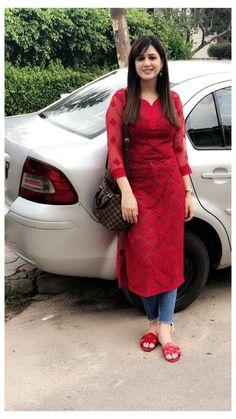Salwar Designs, New Kurti Designs, Kurta Designs Women, Kurti Designs Party Wear, Long Kurta Designs, Designer Kurtis, Indian Designer Suits, Casual Indian Fashion, Indian Fashion Dresses