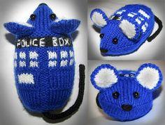 Free knitting pattern of TARDIS Mouse