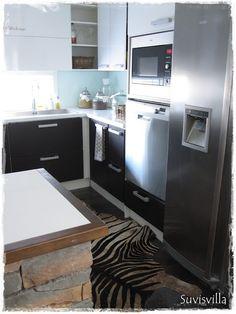Koti ja keittiö hieman uudesta näkövinkkelistä ;) - Suvisvilla - CASA Blogit Kitchen Dining, Kitchen Island, Dining Room, Koti, Home Decor, Island Kitchen, Decoration Home, Room Decor, Home Interior Design