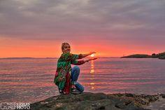 One of us...  #haugesund #kvalenfyr #puzzlesphoto #woman #sunset #skyporn #sun #photographer #visitnorway #visithaugesund #peacefull #love #missyou #romantic #evening