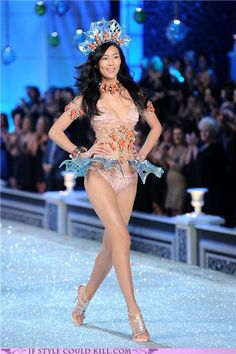 Victoria's Secret Fashion Show 2011: Best of The Runway