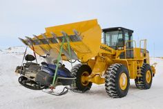 #LiuGong #expedition at South-Pole (#Antarktis). A LiuGong 856 wheel loader and a 922D crawler #excavator works there.
