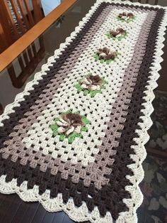 65 Ideas Crochet Flowers Easy Tutorial Baby Blankets For 2019 Crochet Table Runner, Crochet Tablecloth, Crochet Doilies, Crochet Yarn, Crochet Flowers, Purse Patterns Free, Crochet Purse Patterns, Knitting Patterns, Crochet Baby Blanket Free Pattern