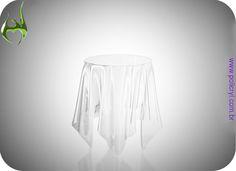 Mesa Ghost feita em acrílico cristal.  Ghost Table done in crystal acrylic.