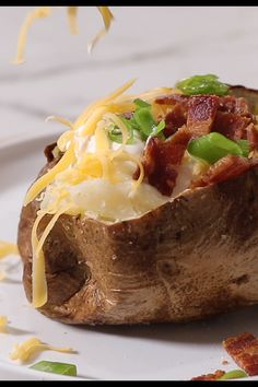 Air Fryer Baked potato Air Fryer Baked potato Baked potatoes in the air fryer is faster than making them in the oven. They turn out crispy on the outside and fluffy on the inside. Air Fryer Recipes Videos, Air Fryer Recipes Appetizers, Air Fryer Recipes Breakfast, Air Fryer Oven Recipes, Air Fryer Dinner Recipes, Best Baked Potato, Air Fryer Baked Potato, Oven Baked Potato, Vegetarian Recipes