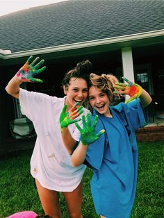 this seemed like a good idea until we realized our hands will be green until the end of time. Cute Friend Pictures, Friend Photos, Cute Photos, Bff Pics, Best Friend Fotos, The Last Summer, Best Friend Photography, Summer Goals, Cute Friends
