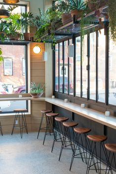Best New Restaurants These fashionable dining spots in New York City offer chic minimalist design and incredible menus. Café Design, Bar Interior Design, Studio Interior, Restaurant Interior Design, Diy Interior, Home Design, Antique Interior, Modern Interior, Coffee Cafe Interior