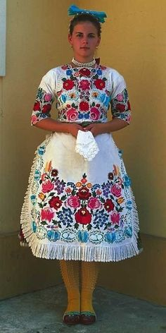 A young woman, Kalocsa, Hungary Hungarian Embroidery, Costumes Around The World, Ethnic Dress, Folk Fashion, Folk Costume, People Of The World, World Cultures, Traditional Dresses, How To Wear