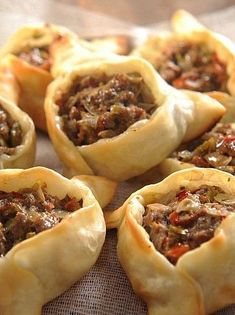 """The post """"Empanadas from the east"""" appeared first on Pink Unicorn Ollas Mexican Food Recipes, Beef Recipes, Cooking Recipes, Yummy Appetizers, Appetizer Recipes, Dim Sum, 5 Course Meal, Empanadas Recipe, Bhaji Recipe"""