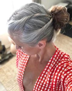 Young-Women-Natural-Gray-Hair-Grombre These 50 Women Who Ditched Dyeing Their Hair Look So Good It May Convince You To Do The Same - Station Of Colored Hairs Grey Hair Inspiration, Curly Hair Styles, Natural Hair Styles, Grey Hair Natural, Updo Curly, Transition To Gray Hair, Long Gray Hair, Grey Hair Dye, Ombre Hair