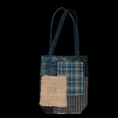 This tote bag's outer is made of a distressed patchwork cloth assembled and repaired using the intensive sashiko stitching method.