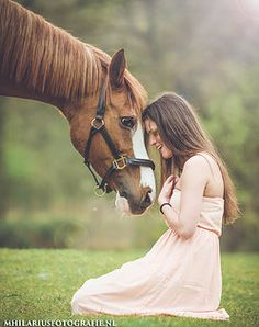 Girl giggling with her horse. Best of friends! Marit Hilarius fotografie