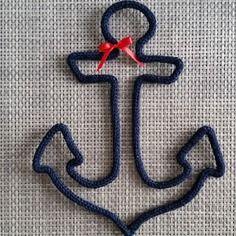 Ancre marine en laine réalisée au tricotin
