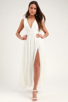 You'll be goddess-like for the entire evening in the Heavenly Hues White Maxi Dress! Georgette fabric drapes into a V-neck maxi dress with side slit. White Dresses For Women, White Gowns, Little White Dresses, White Maxi Dresses, Women's Dresses, Trendy Dresses, Long Dresses, Formal Dresses, Wedding Dresses Under 100