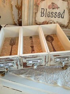 Vintage Home DIY Upcycled Drawers - The Graphics Fairy. Repurpose some vintage drawers into a pretty silverware holder! Such a lovely DIY Home Decor idea. Great project for a Farmhouse style, or Shabby Chic style, home. Diy Upcycled Drawers, Upcycled Home Decor, Repurposed Furniture, Diy Furniture, Diy Home Decor, Room Decor, Furniture Projects, Bedroom Furniture, Wall Decor