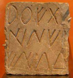 Estela con escritura ibérica. Museo de Sagunto.