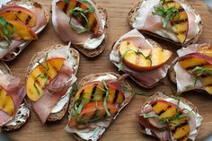 This Peach Toasts recipe with goat cheese, prosciutto, and basil leaves is a filling after-school snack before Fall arrives.