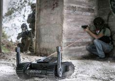"""Otra innovación israeli en la lucha contra el terrorismo. Se llama """"Dogo"""" (como el perro) y se trata de un pequeño robot ligero (mide once pulgadas de altura, cinco cuando actúa en modo…"""