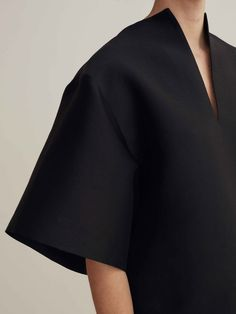 Minimalist Swedish fashion studio Totême breathes the no-nonsense but cosy attitude of Scandinavian style. We celebrate their latest collection. Read more on Minimalissimo.