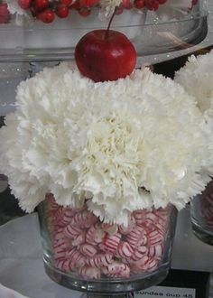 Christmas Candy Carnations - I have a smaller glass bowl like this that would be so perfect!