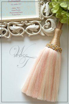 ついに・・・!  SPOOL・上海タッセルレッスン Gold Rooms, Arts And Crafts, Diy Crafts, Passementerie, Silk Ribbon Embroidery, Simply Beautiful, Pallot, Tassels, Peach