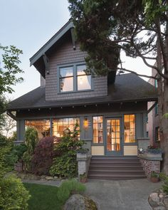 A Seattle Craftsman Bungalow Revealed The homeowner was destined to rescue this 1913 Arts & Crafts house. The hard work took eight years; the result is a home perfect for her.