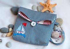 New diy makeup bag tutorial patchwork 33 ideas Tutorial Patchwork, Denim Bag Tutorial, Coin Purse Tutorial, Fabric Boxes Tutorial, Zipper Pouch Tutorial, Diy Tutorial, Tutorial Sewing, Photo Tutorial, Makeup Bag Tutorials