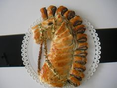 Chef Cricket | Rétes formázási ötlet Bread And Pastries, Danish Pastries, Bread Shaping, Bread Art, Butter Cheese, Pastry Art, Edible Food, How To Eat Better, Food Art