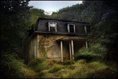 Abandoned- Pictures/ houses like this always remind me of a poem I read in school about the abandoned house... how sad.