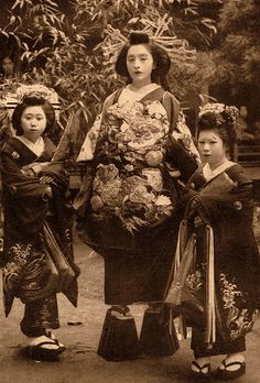 OIRAN  and Kamuro--Young Girls of Old Japan    Ca.1900-1915