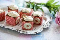 Kesäkurpitsakuppikakut Napkin Rings, Napkins, Cupcakes, Candy, Sweet, Desserts, Food, Ideas, Tailgate Desserts