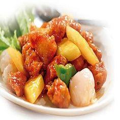Cómo hacer pollo agridulce chino. El pollo agridulce es una de los platos que más triunfan en los restaurantes chinos. Su combinación entre sabores dulces y amargos hace que se convierta en un plato brillante y apetitoso. Es rico, sab...