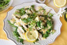 Gli straccetti di pollo con limone e rucola sono l'idea per la cena di stasera, un secondo piatto facile e veloce da preparare, di quelli che ci