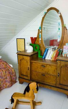 antique vanity in kids rooms. adorable.