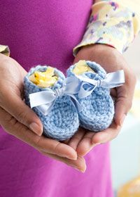"""Free crochet pattern - baby booties """"Ravelry: Bowtie Booties pattern by Amy Polcyn"""", """"Baby Booties - Crochet great for gift giving"""", """"Every new baby Crochet Baby Clothes, Crochet Baby Shoes, Crochet Slippers, Crochet Bebe, Crochet For Boys, Love Crochet, Rowan Yarn, Crochet Supplies, Baby Crafts"""