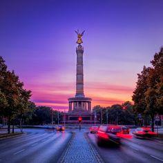 Siegessäule Berlin Capital Landmark Gold E Berlin City, Berlin Germany, Best Cities In Germany, Germany Travel, Berlin Hauptstadt, Cheap Hotels, Most Beautiful Cities, Travel Alone, Shopping