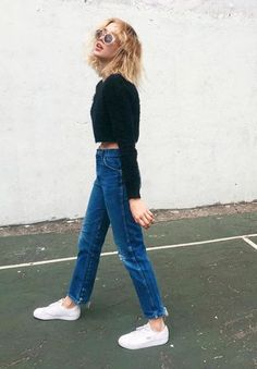 Cropped black top, blue straight jeans & white trainers | @styleminimalism