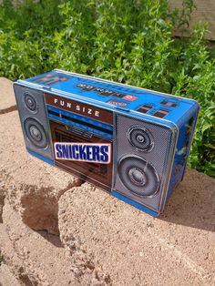 Snickers boombox tin, vintage collectible advertising Snickers candy tin, blue portable radio, cassette player, 80s, 90s
