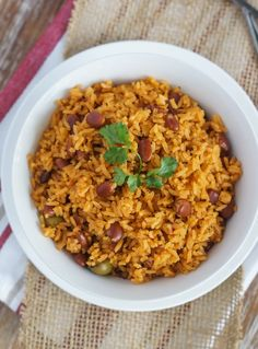 Rice with Beans (Moro de Habichuelas) ~ One of the most common dishes in the Dominican Republic, Moro is a mixture of rice, beans and vegetables. Pinto Beans And Rice, Spanish Rice And Beans, Rice With Beans, Pinto Bean Recipes, Rice Recipes, Cooking Recipes, Dominican Rice And Beans Recipe, Dominican Food Recipes, Chorizo