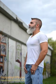 Beard Oil or Beard Balm? The Differences & Why You Need Both Best Beard Styles, Hair And Beard Styles, Long Beard Styles, Hairy Men, Bearded Men, Beard Game, Grey Beards, Long Beards, Beard Look