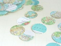 Vintage World Atlas Paper Circle Garland - via Etsy Paper Bunting, Paper Streamers, Travel Baby Showers, Circle Garland, Travel Party, Garland Wedding, Travel Themes, Photo Props, A Table