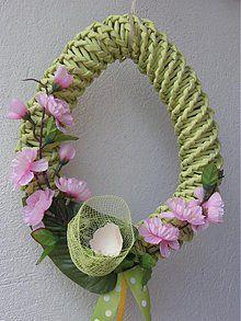 Dekorácie - Veľkonočný veniec - 2583765 Newspaper Crafts, Easter Crafts, Grapevine Wreath, Grape Vines, Floral Wreath, Wreaths, Christmas, Home Decor, Haha
