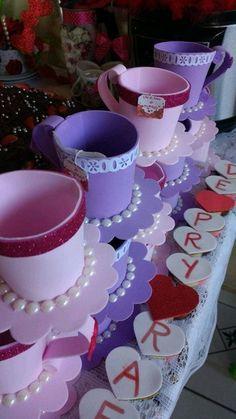 Enfeite de eva.Cores e detalhes a combinar de acordo com seu gosto. - B0BF78 Kids Crafts, Foam Crafts, Diy Craft Projects, Craft Tutorials, Diy And Crafts, Paper Crafts, Tea Party Crafts, Craft Party, Moldes Para Baby Shower