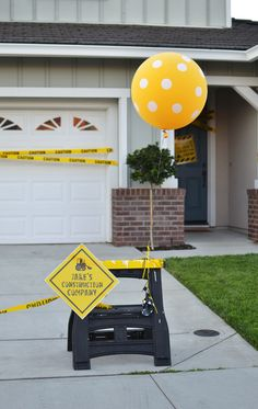 If only my boys were younger - what a great idea! Construction themed party