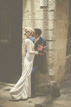 Kiss | Image by Modern Vintage Weddings Photography